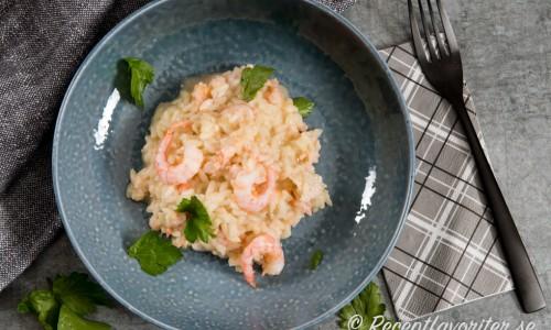 Räkrisotto är gott på egen hand som lättare middag eller lunch. Eller ha som tillbehör till grillad fisk eller skaldur - gärna med en grönsallad till.