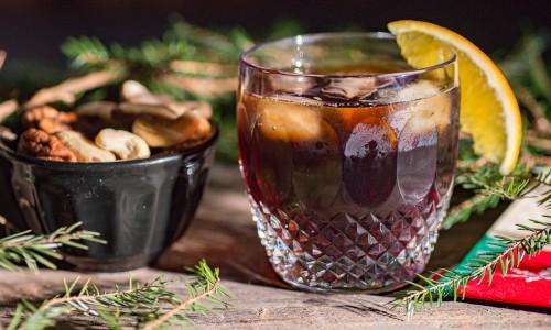 Min Santa Libre i glas - en variant på Cuba Libre där jag bytt Coca colan mot julmust.