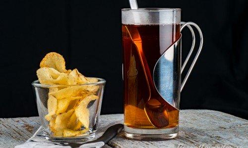 Romtoddy i glas med chips bredvid