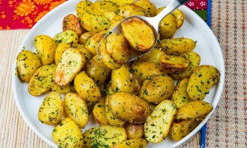 Rostad potatis med örtolja i form