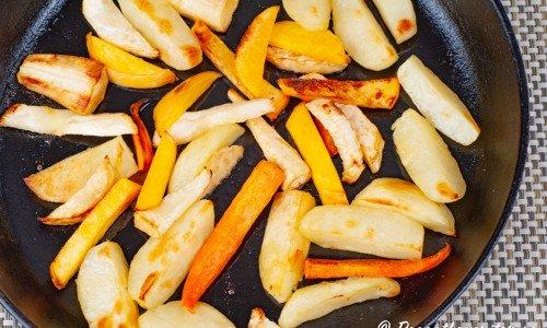 Rostade rotfrukter i gjutjärnspanna