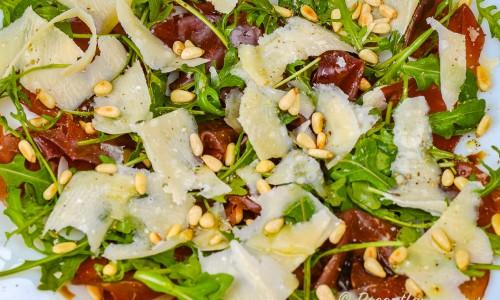 Sallad med Bresaola, rucola och parmesan