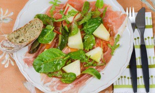 Sallad med melon och lufttorkad skinka