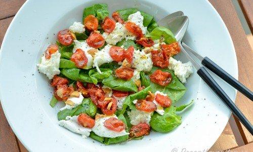 Sallad med ugnsbakad tomat och mozzarella