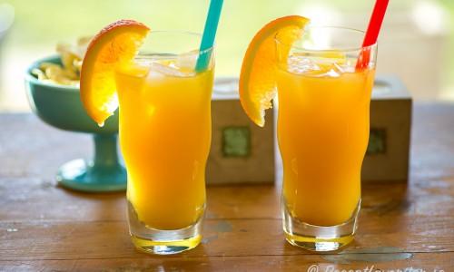 Screwdriver med twist av aprikos - Apricot brandy - i glas.