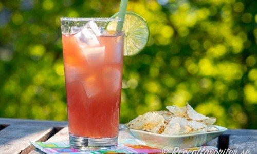 Sea Breeze - en klassisk cocktail med vodka, tranbärs- och grapefruktjuice
