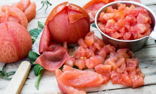 Skållade tärnade tomater även kallat tomatconcasse på köks-fransk-svenska.
