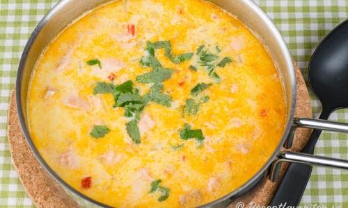 Skånsk laxsoppa i panna med höga kanter