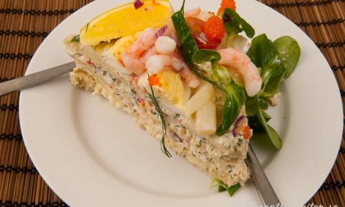 Smörgåstårta med räkor, ägg, vit sparris och ishavs-räkfyllning.