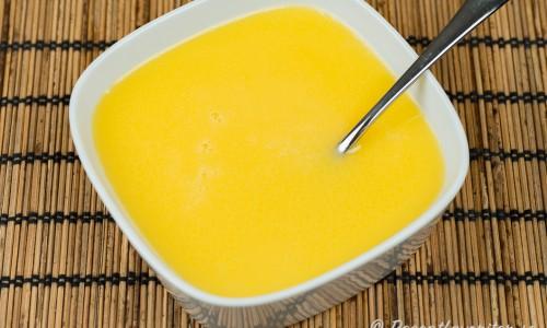 Smörsåsen serverad i en skål