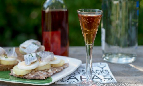 Du kan tillsätta essens efter smak direkt i snapsglaset med en pipett eller blanda en hel flaska.