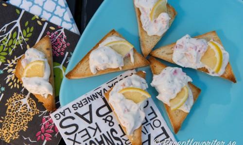 Snittar med skaldjurssallad eller räkröra