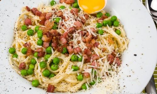 Gott i är gröna ärtor, vitlök och parmesan men det är valfritt.