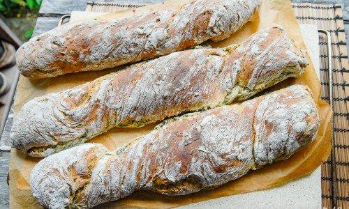 Spenatbröd eller spenatbaguette