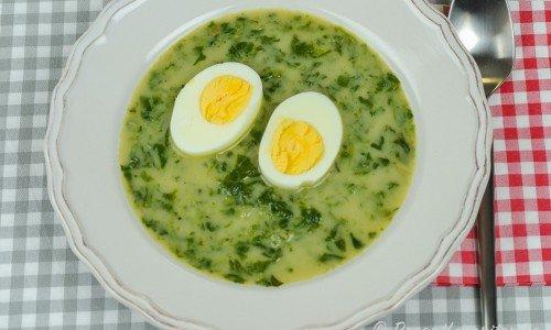 Spenatsoppa med kokt ägghalva