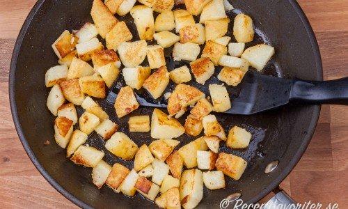 Stekt potatis i gjutjärnspanna