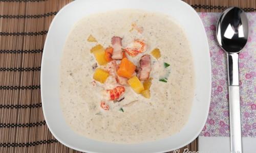 Svampsoppa extra allt med grädde, tryffel, vitt vin, fläsktärningar, kålrot, morot och kräftstjärtar.