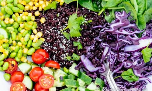 Kokt kallt råris eller fullkornsris är gott till sallader - här svart Italienskt svart ris Venere från Po-dalen.