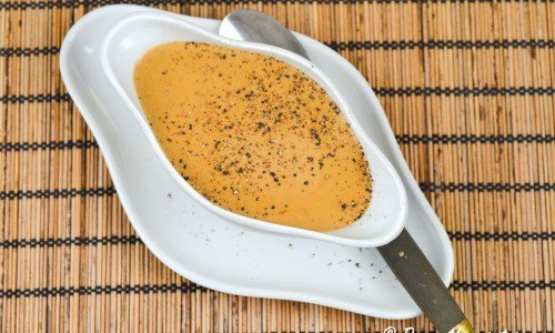 Svartpepparsås - en pepparsås med nymalen svartpeppar