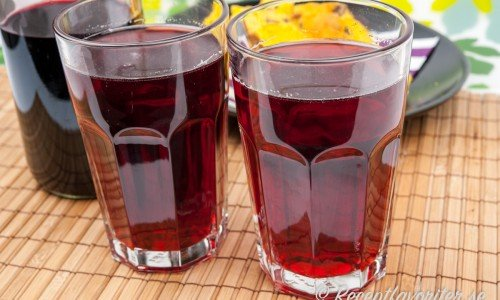 Svartvinbärssaft i glas