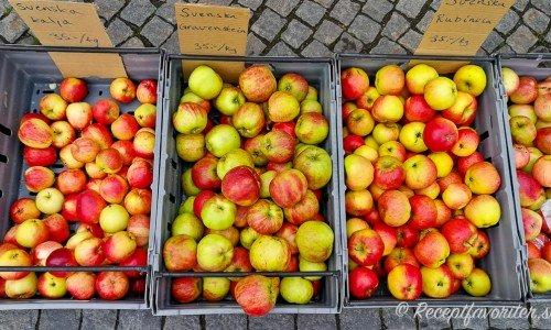 Några goda svenska äpplen att laga äppelmos på.