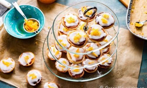 Syltade apelsinskal som garnering på mazariner
