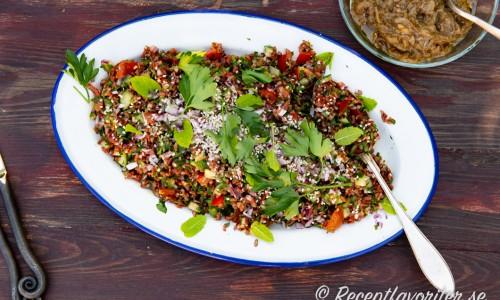 Min variant på tabbouleh - en kall matig sallad med råris - här rött ris