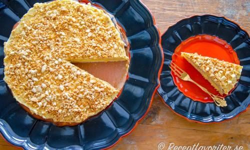 Tårta med mandelbotten och smörkräm