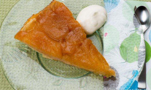 Tarte Tatin är en klassisk fransk äppelkaka - god med vispad grädde, vaniljsås eller vanliljglass till.