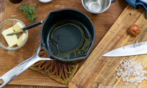 Ingredienser till timjan- och rödvinssky