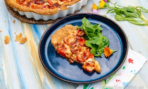Tomatpajen kan du servera med en god grönsallad till