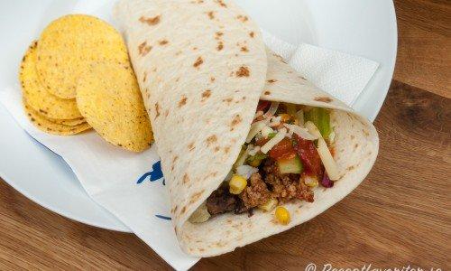 Enchiladas, fajitas eller tortillarullar med quorn och naco-chips
