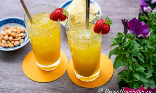 Två Tropical Itch drinkar i glas