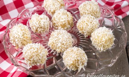 En tryffel för dig som gillar söta smaker av vit choklad, kokos och mandelmassa.