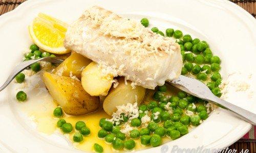 Ugnsbakad torsk med pepparrot och skirat smör