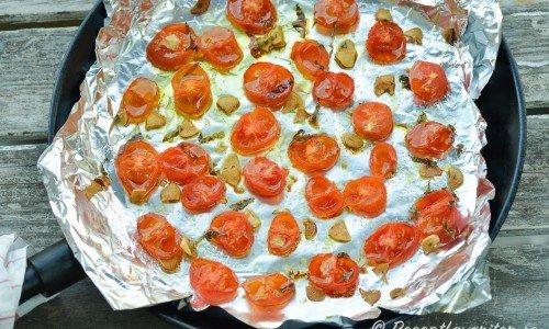 Ugnsbakade små tomater i panna