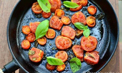 Ugnsrostade tomater med färsk basilika och olivolja
