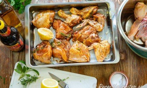 Kycklingdelarna i marinad