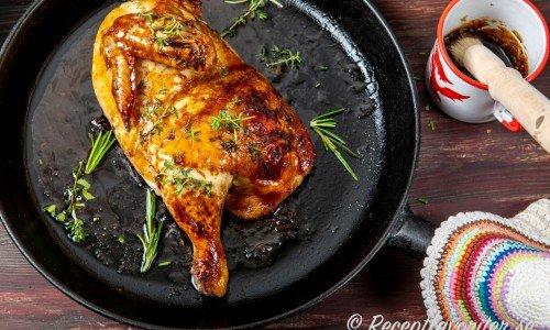 Stek en halv majskyckling eller dela på en hel kyckling och stek två halvor. Eller stycka i delar.