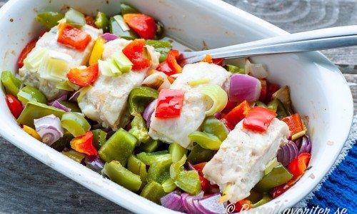 Ugnstekt torsk i form med grönsaker