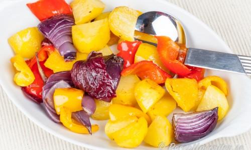Ugnsgrillad paprika, lök och potatis