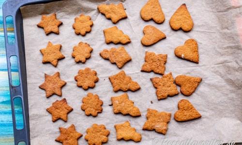 Veganska pepparkakor bakas ut som vanliga pepparkakor till de figurer du vill.