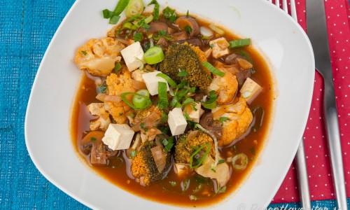 Vegetarisk grönsaksgryta med tofu
