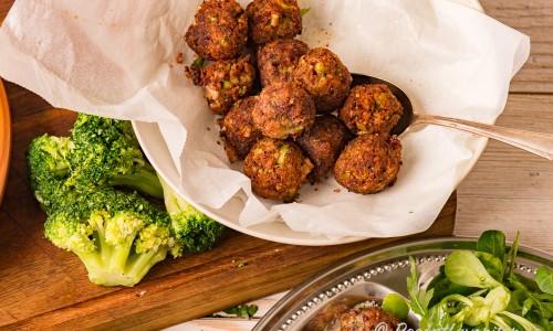 Nyfriterade vegobullar serverade i skål.