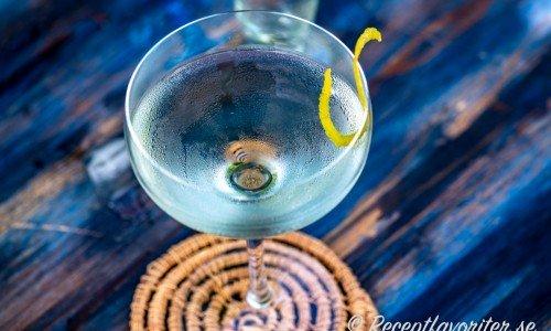Vesper är en variant på Martini med sting i