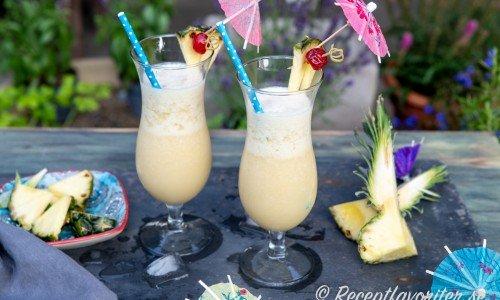 Virgin Colada passar dig som vill ha en festlig alkoholfri sötsur och läskande drink med smak av kokos och ananasjuice.