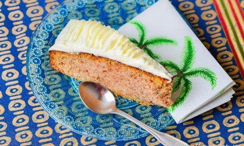 Zucchinikaka med glasyr - en variant på morotskaka fast med riven zucchini istället för morötter.