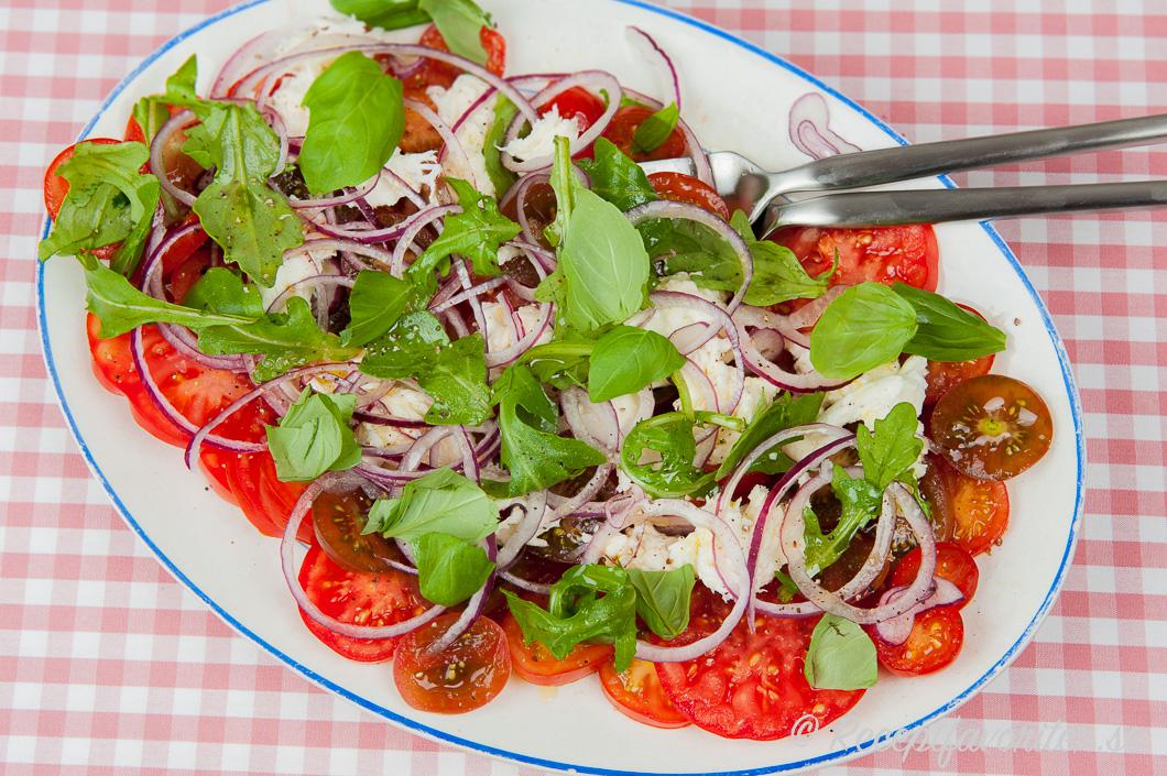 mozzarella tomat rödlök