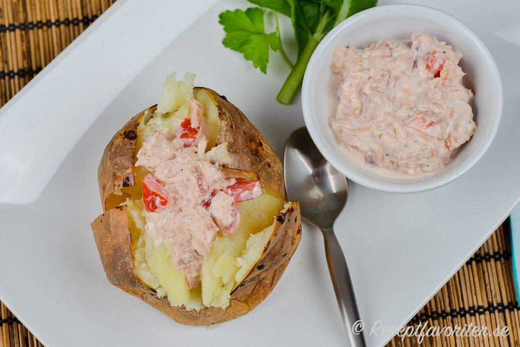 bakad potatis tonfiskröra keso