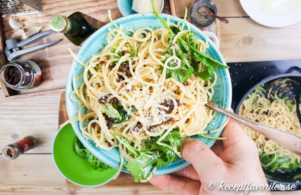 vegetarisk pastasås med vitlök